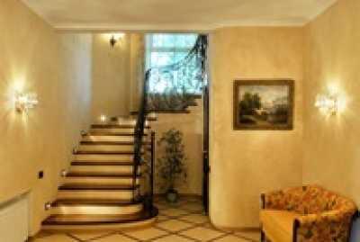 Облики лестниц для двуэтажного пригородного жилья